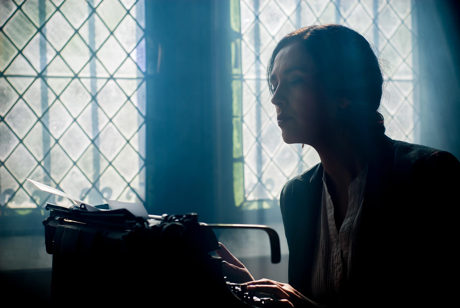 writer at typewriter windows